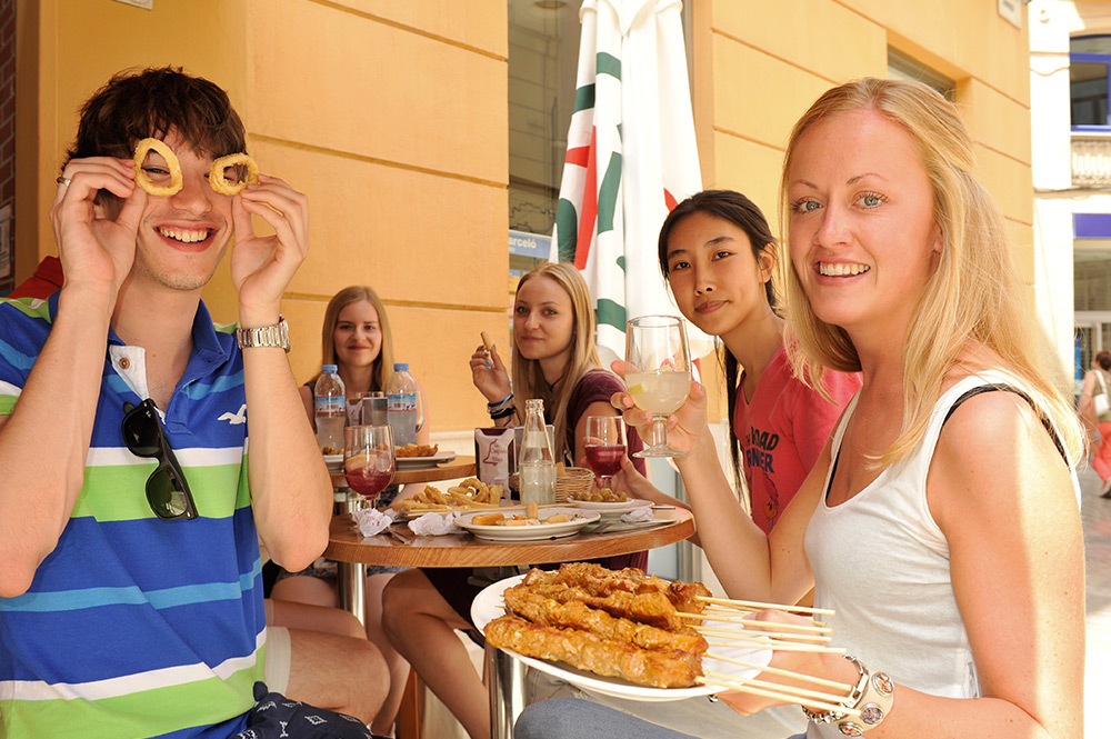 Grab a meal with your friends from Spanish courses in Málaga