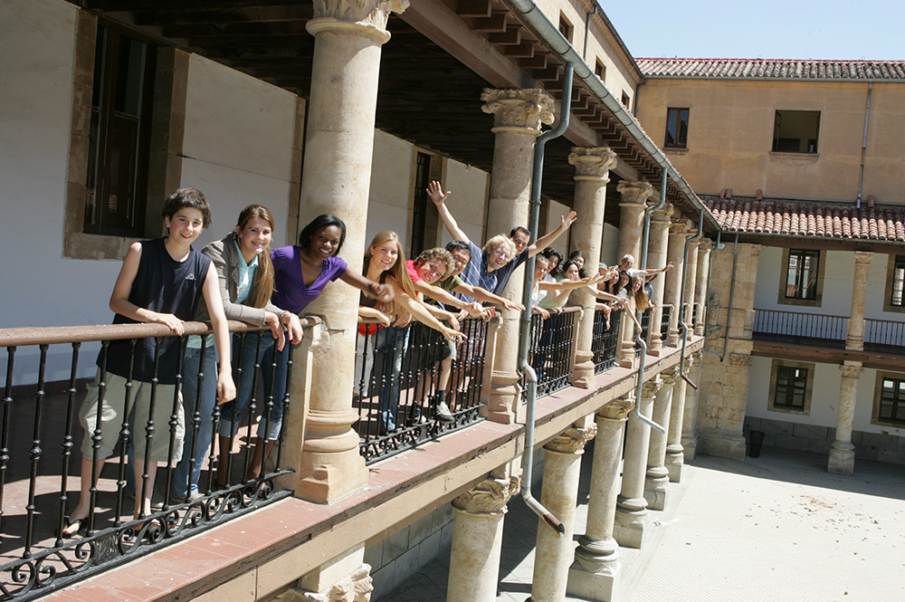 Meet new people during your Spanish courses in Salamanca. With people from all over the world, discover what it is to study Spanish Language Abroad.