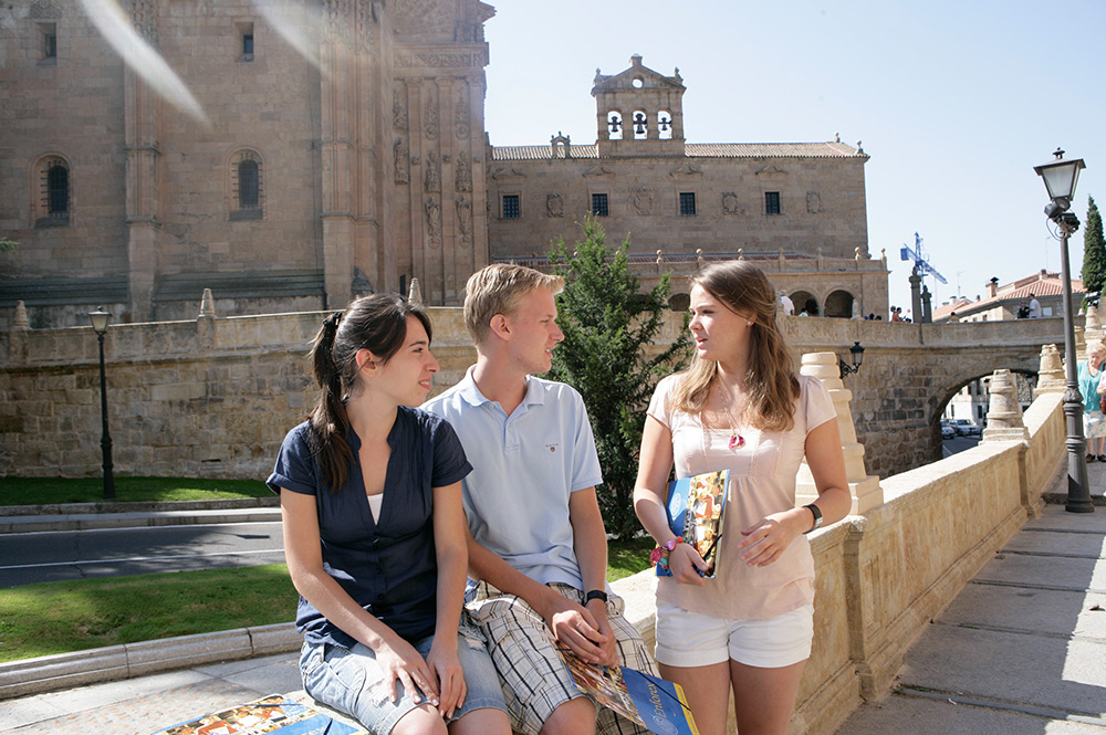 Spanish courses in Salamanca brings people from different cultures close. Make friends you will never forget.