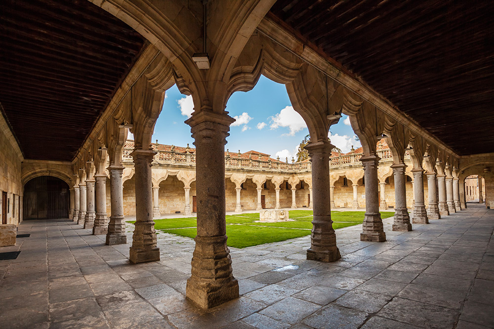 see some historic places when studying Spanish courses in Salamanca. Say the names of the different buildings in the Spanish language