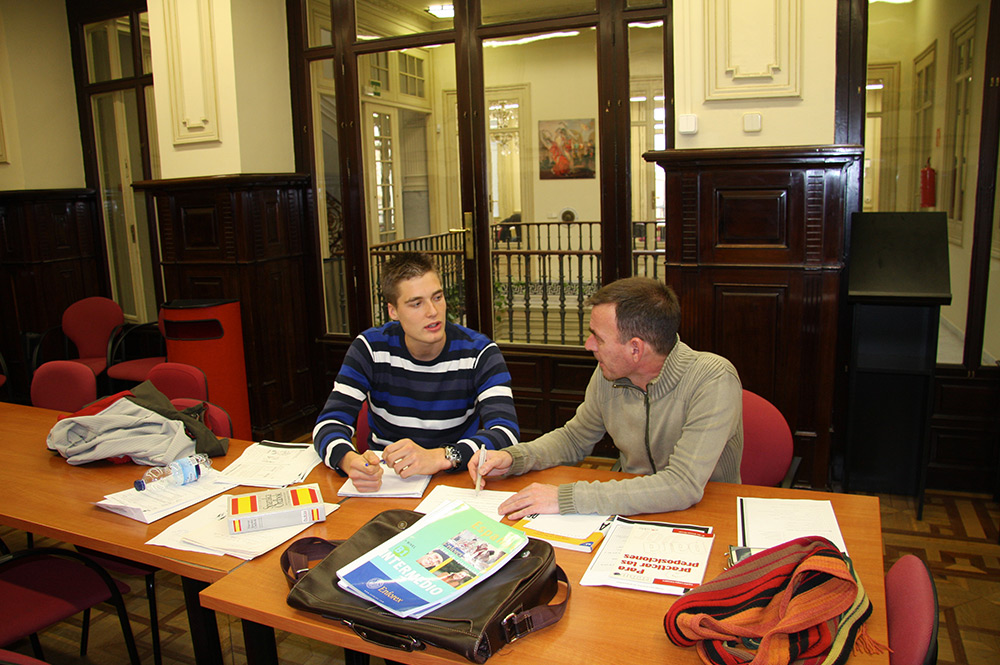 get one on one tutoring assistance when studying Spanish courses in Seville