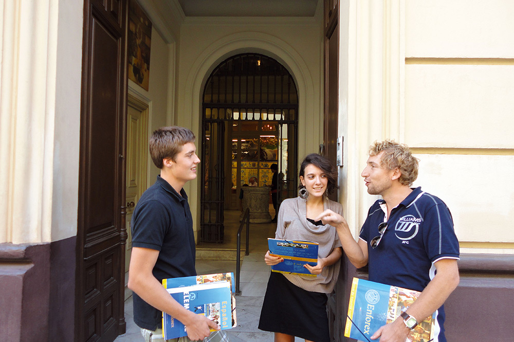 Spanish courses in seville gives you the opportunity to experience the student life abroad. From the study environment in the schools to the student life outside of school you will get to experience what it is like to be a student in Seville.