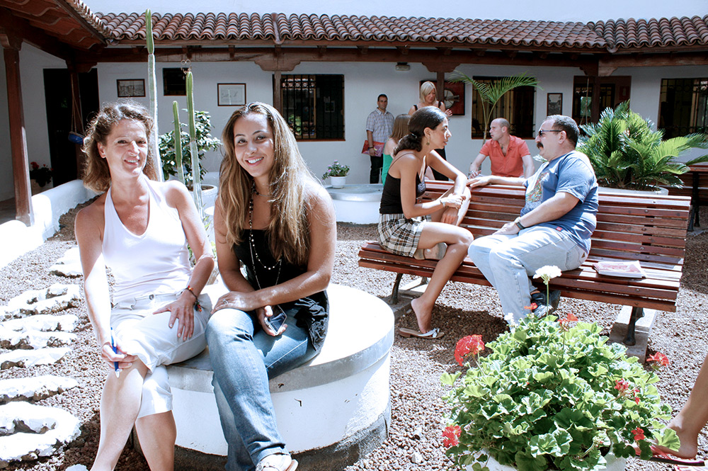 Meet new people whilst studying Spanish courses in Tenerife, enjoy the Spanish lessons and your spare time on the Canary Islands.