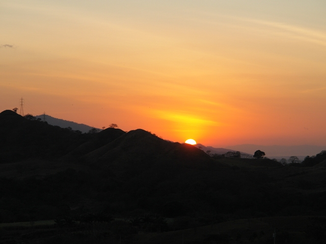 Study Spanish courses in Santo Domingo de Heredia and see some of the most beautiful sunsets.