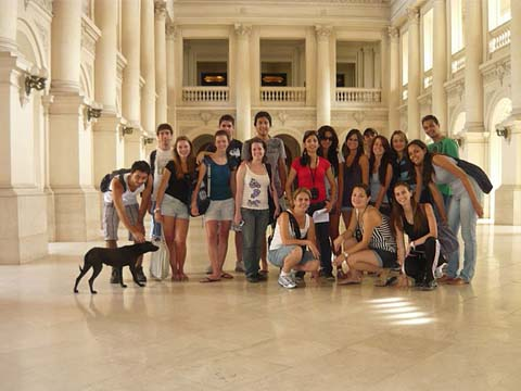 Learn Spanish courses in Córdoba in your classroom with other students and receive one on one help and assistant with tutors to check your progress