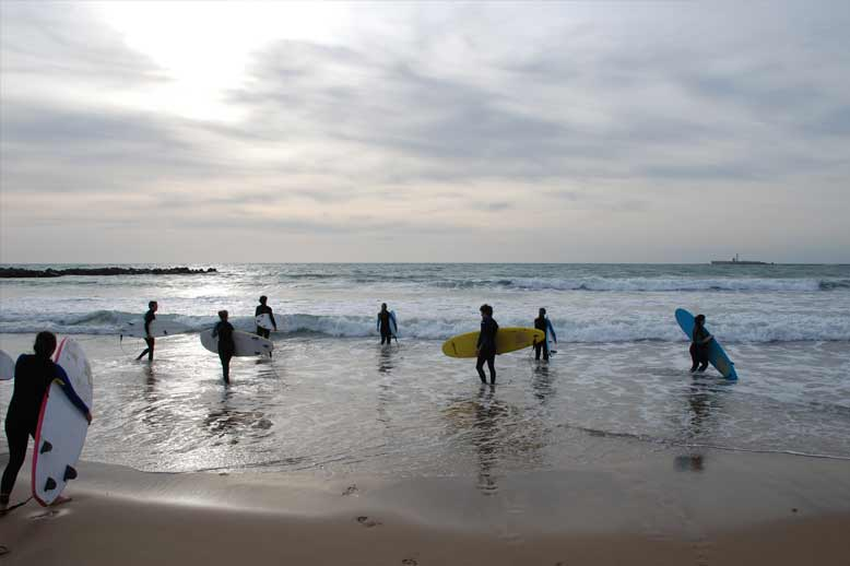 Go surfing after the Spanish courses in Càdiz