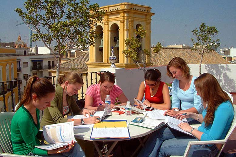 Take part in our Spanish courses